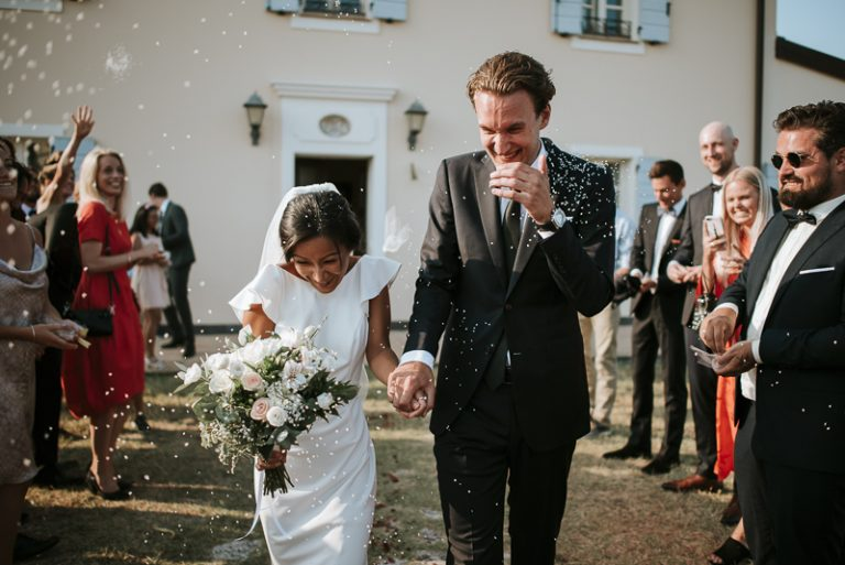 Lancio del riso durante cerimonia civile a Borgo Condé