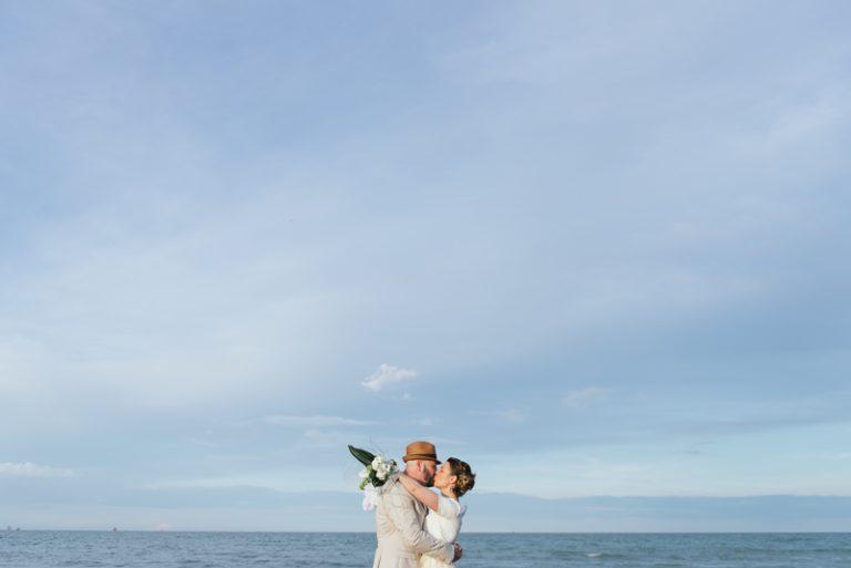 Sposi sulla spiaggia - Sessione fotografica di coppia al Singita